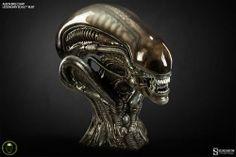 Busto Alien 35 cm. Línea Legendary Scale. Escala 1/2. Sideshow Collectibles Este es sin duda un impresionante busto del Alien de 35 cm de altura, a escala 1/2 de la línea Legendary Scale finalizado, pintado y numerado a mano que no dejará a nadie indiferente.
