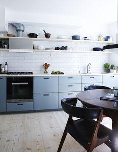 Kan man få et lækkert kvalitetskøkken uden at sætte økonomien helt over styr? Sagtens! Se her, hvordan du laver et drømmekøkken for under 50.000 kr.