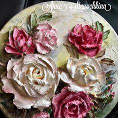 """Панно """"Розы"""", выполнено в технике скульптурная живопись! Диаметр изделия 36см."""