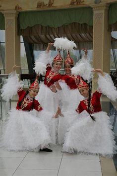 Казахский национальный танцевальный костюм фото
