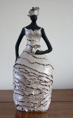 Unique et créatif Keramiek Céleste Keramiek Paper Mache Sculpture, Sculptures Céramiques, Sculpture Art, Human Sculpture, Ceramic Figures, Ceramic Art, Ceramic Sculpture Figurative, Coil Pots, Raku Pottery