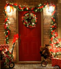 Outdoor Christmas Decorating Ideas! Make your our DIY Christmas Garland to decorate your front door and Christmas front porch!