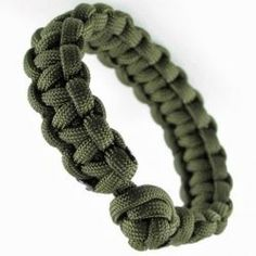 Learn how to make a paracord bracelet in two easy steps. This is one of the most popular paracord patterns that you'll find being used on survival bracelets and other projects. Its easy, and fun!