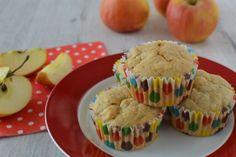 Cuketovo-jablkové muffiny - Ak premýšľate nad tým, čím by ste mohli zdravo osladiť desiaty svojich malých školákov, pripravte im muffinky z jabĺk a cukety!