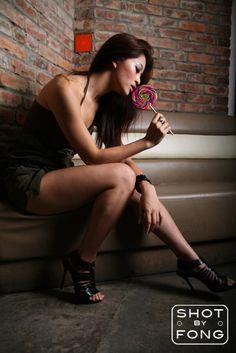 Hot girls with junk food | POPULAR TRASH