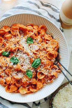 Roasted Red Pepper Pesto Pasta / Bev Cooks