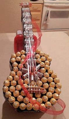Homemade Gifts for Dad (Candy Guitar) - unique Father's Day gift ideas from… Craft Gifts, Diy Gifts, Homemade Gifts For Dad, Guitar Crafts, Gift For Music Lover, Music Lovers, Music Gifts, Candy Arrangements, Candy Crafts