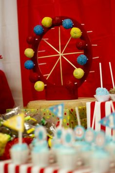 Ferris Wheel Cake Pop holder..LOVE THIS IDEA!!