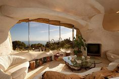 Dick Clark's Previous Flintstone Home in Malibu CA. After the cherished property languished on the Malibu housing market for two-and-a-half years, the beloved Flintstone-esque estate atop a bluff, of the late, great Dick Clark has finally sold. Earthship, Unique Homes For Sale, Unusual Homes, Flintstone House, Fred Flintstone, Flintstone Cartoon, Malibu, Crazy Houses, Dream Homes