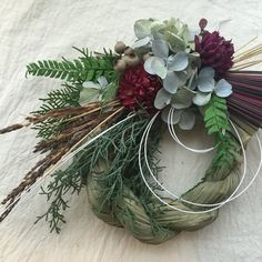 Christmas 2016, Christmas Themes, Christmas Wreaths, Christmas Decorations, Wreath Crafts, Diy Wreath, Flower Crafts, Christmas Flower Arrangements, Floral Arrangements