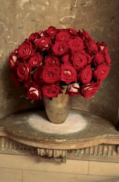Romantic, two-tone red and white roses are put on a pedestal by Ralph Lauren Home. ~ Th 04th Dec 2014