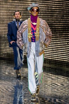 Gucci Fall 2019 Fashion Show . Designer ready-to-wear looks from Fall 2019 runway shows from Milan Fashion Week Vogue Fashion, Runway Fashion, Mens Fashion, Fashion Trends, Gucci Fall 2014, Copenhagen Fashion Week, Vogue Japan, Milan Fashion Weeks, Fashion Show Collection