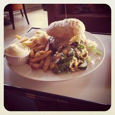 Hamburger met Friet bij Fred & Douwe!