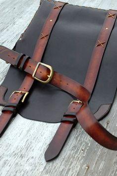 Classic Messenger Bag size large por HAUSleather en Etsy