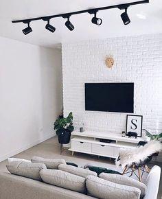 Decoração de sala pequena e moderna: Tendências 2019 Small Apartment Interior, Room Interior, Interior Design, Small Apartment Living, Home Room Design, Living Room Designs, Home Living Room, Living Room Decor, Lustre Retro