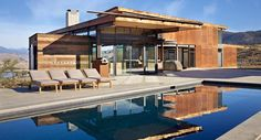 A marvelous country house with modern functional design was developed by Olson Kundig studio and built at Winthrop valley (Washington, the USA) in Amazing Architecture, Contemporary Architecture, Architecture Design, Architectural Digest, Concrete Pool, Rural Retreats, House With Porch, Mansions Homes, Steel House