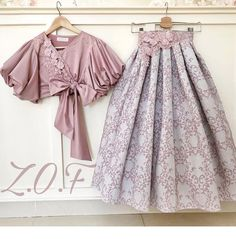 Emirati Designer-Zari O Folak ( Look Fashion, Hijab Fashion, Indian Fashion, Girl Fashion, Fashion Dresses, Fashion Belts, Fashion Accessories, Lehenga Designs, Moda Pop