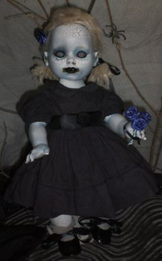 1 million+ Stunning Free Images to Use Anywhere Halloween Doll, Halloween House, Halloween Stuff, Halloween Ideas, Creepy Clown, Creepy Dolls, Scary Baby Dolls, Zombie Dolls, Living Dead Dolls