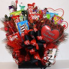 valentine candy bouquets - Google Search Candy Gift Baskets, Valentine Gift Baskets, Gift Baskets For Him, Valentines Day Treats, Valentine Gifts, Valentine Stuff, Valentine Ideas, Candy Bouquet Diy, Valentine Bouquet