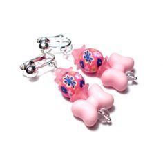Ohrclips für Kinder, Millefiori Perlen (Fimo), Lucite Blüten und großen rosa Schleifen