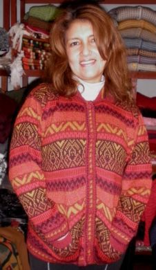 Buttonable red cardigan made of alpaca wool