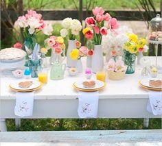 Table d'été colorée et fleurie