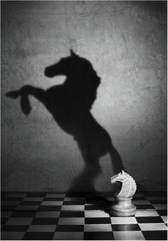 #büroshop24 hält den Kopf gern mit einer Partie Schach fit. art-and-dream.tumblr.com