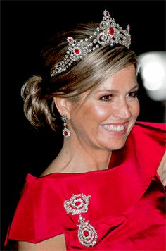 koninklijkhuis:  Gala Dinner for the Diplomatic Corps, Royal Palace, Amsterdam, May 19, 2016-Queen Maxima in the Mellerio Ruby Tiara