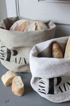 Sacs à pain! Linen and big lettering.