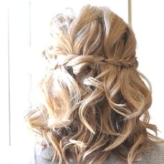 My hair was like this for my wedding! <3