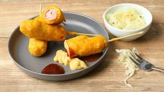 Corn Dogs recipe with step by step photos. Prepare the popular sausages in a corn dough coat from the USA yourself. Professional cooking tips for you here! Baked Corn Dogs, Corn Dog Batter, Corndog Recipe, Sour Cream Sauce, Honey Mustard Sauce, Baked Vegetables, Cabbage Salad, Sausage Recipes, Photos