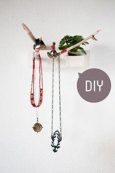 DIY - a small jewels shelve