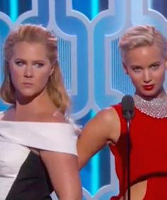 J.Law and Amy Schumer just gave us the funniest minute of the entire night