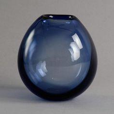 Handblown vase in blue glass by Per Lutken for Holmegaard N9032