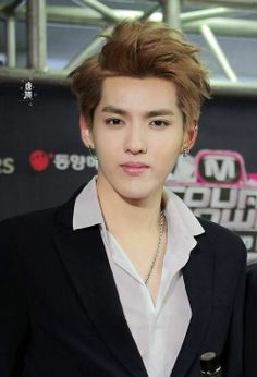 I know a lot of people disagree, but I'm actually so happy for Kris. As much as I miss seeing him with EXO, he's finally doing what he loves. I just hope he's happy and healthy. 我愛你!!