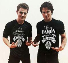 Vampire Diaries Damon, Serie The Vampire Diaries, The Vampires Diaries, Vampire Diaries Poster, Ian Somerhalder Vampire Diaries, Vampire Daries, Vampire Diaries Quotes, Vampire Diaries Wallpaper, Vampire Diaries The Originals