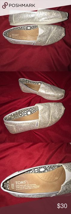💎🎉Sparkly Silver TOMS Gently used TOMS size 7.5 Toms Shoes Flats & Loafers