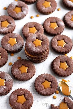 Chocolate Dulce de Leche sandwich cookies are irresistible holiday treat! Spiced with cinnamon, these make a festive addition to your cookie tray. Holiday Cookie Recipes, Easy Cookie Recipes, Holiday Cookies, Baking Recipes, Dessert Recipes, Chocolate Festival, Sandwich Cookies, Biscuit Recipe, Christmas Baking