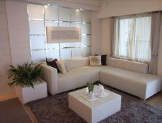 インテリアコーディネート リビングルーム|ソファの後ろはすりガラスパネル。家具を白に統一すればやさしいイメージに仕上がります☆