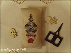 O Christmas Tree/Stitching Basket Design by Water's Edge - O Christmas Tree from the magazine Just Cross Stitch, Christmas Ornaments 2004