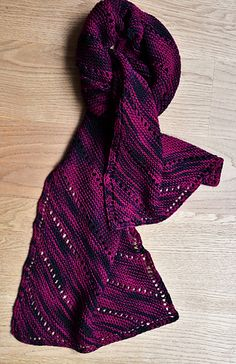 The diagonal lines are perfect for varigated or self striping yarn.