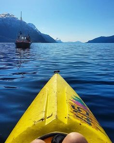 Can't complain on my neighbors😎 The #fjordsofnorway 🏞 on one side and the #mountains on the other 🗻  #fjordsofnorway#ocean#kajakk#sealife#nature#goexplore#greatoutdoors#visitnorway#mittlekeland#adventure#wildlife#outdoors#health#healthylife#fit#gymmotivation#trails#pathfinder#stayactive#boat#fishing#goals#fit#fitspo#healthyactivelifestyle