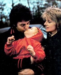 Paul McCartney, Linda Eastman-McCartney, and Stella McCartney (Stella stealing a kiss)