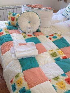 Set Cuna Littleduck Ld,telas Importadas.chichonera/acolchado - $ 950,00 en MercadoLibre Deco, Bed Covers, Quilting, Blanket, Crafts, Patchwork Cushion, Throw Pillows, Scraps Quilt, Baby Sheets