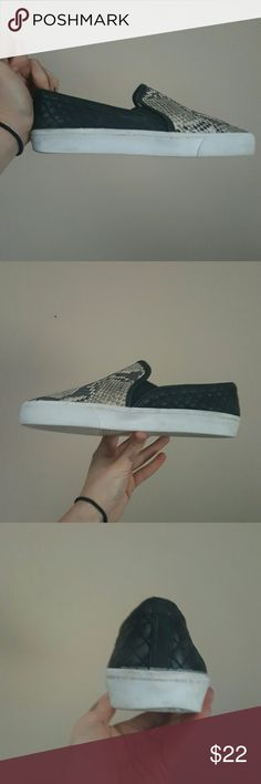 VINCE CAMUTO SLIP ON SNEAKERS BECKER 9.5 VINCE CAMUTO SLIP ON SNEAKER 9.5 SNAKESKIN QUILTED CAVIAR BLACK LEATHER WOMENS SHOES GUC SO CUTE! Vince Camuto Shoes Sneakers