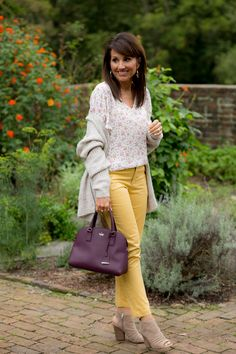 Color Trend for Fall: Yellow - Cyndi Spivey Autumn Outfits Curvy, Classy Fall Outfits, Fall Outfits 2018, Fall Winter Outfits, Autumn Winter Fashion, Mustard Pants, Cyndi Spivey, Plus Size Fall Outfit, Fashion For Women Over 40