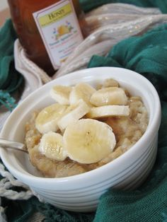 The Oatmeal Artist: Elvis's Oatmeal. Oats, milk, honey, peanut butter, vanilla, cinnamon....Used 3/4 c almond milk, 1/2 banana, 1 tsp honey