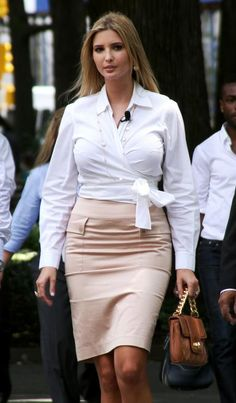 "Ivanka Trump & Bill Rancic Host ""Big Payback"" In Madison Square Park Ivanka Marie Trump, Ivanka Trump Photos, Ivanka Trump Style, Belle Silhouette, Very Beautiful Woman, First Lady Melania Trump, Girl Fashion, Womens Fashion, Hollywood"