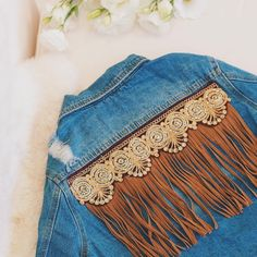 Fav of the week: Campera Vigilia  Esta semana en las tiendas ☺️ #denial #soydegrecia #jean #denim #fringe
