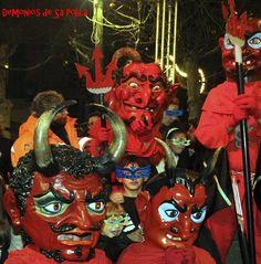 Fiesta de San Antonio Abad y el demonio en Sa Pobla, Mallorca - 16 y 17 de enero. La fiesta de San Antonio es la más importante y antigua de las que se celebran en #SaPobla, #Mallorca, Islas #Baleares, España. #DemonioSaPobla